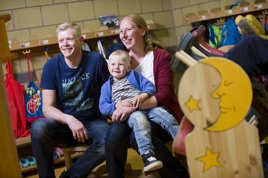 Eltern Anika und Ronny Krausche mit Sohn Benjamin