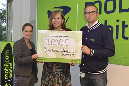 Spende Mobilcom Debitel an Brücke Frauenhaus Rendsburg