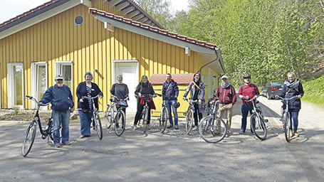 """Sechs Studierende der FH Kiel des Studiengangs """"Soziale Arbeit und Gesundheit"""" mit Prof. Dr. Flemmin"""