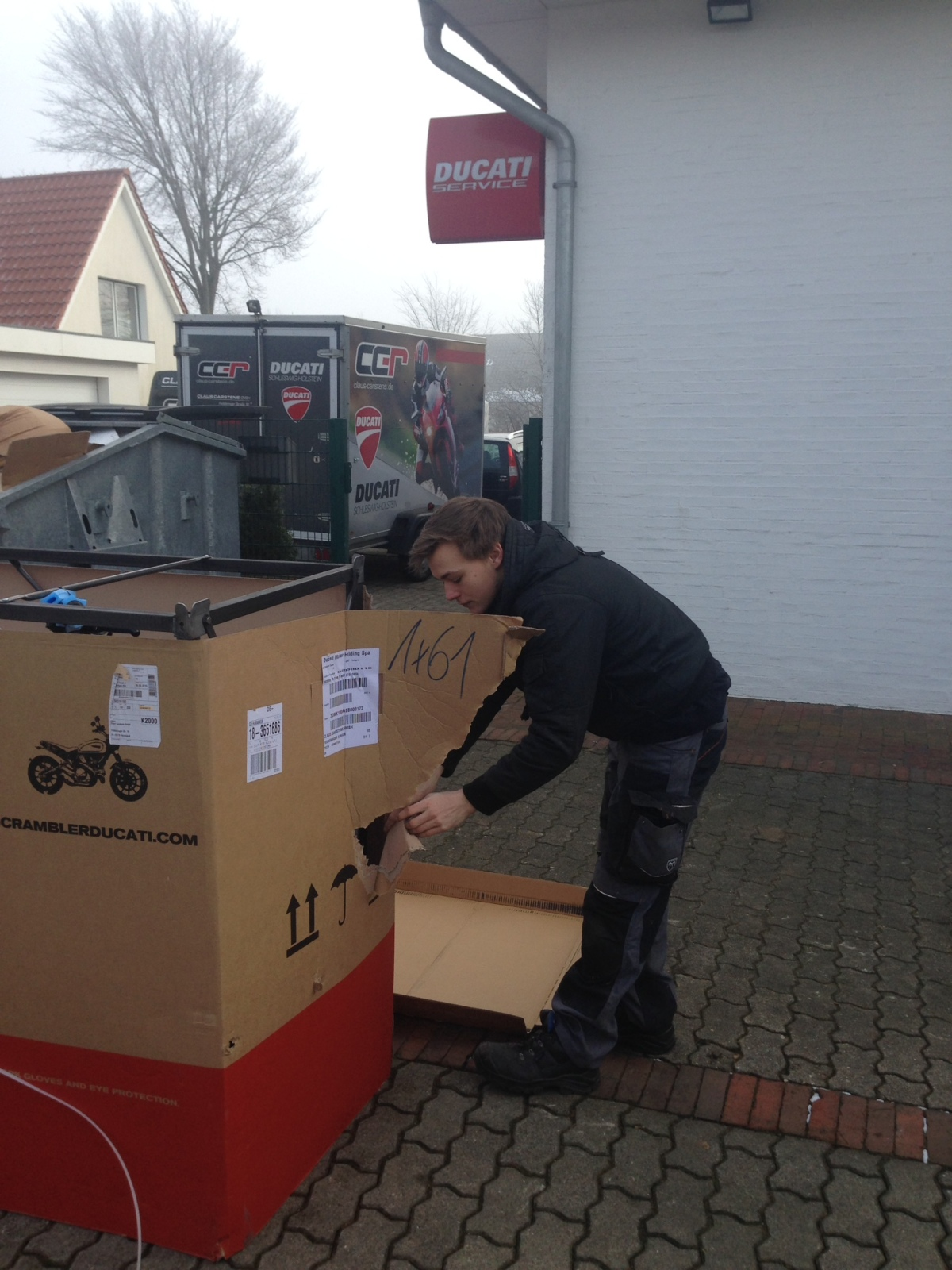 Niclas unpacking ;-)